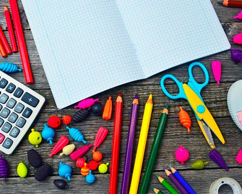 Тетрадь, ручки, карандаши на испанском языке